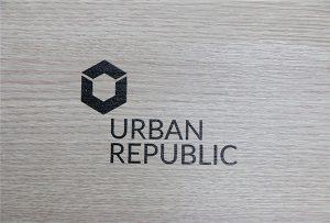 Logodruck auf Holzwerkstoffen von WER-D4880UV